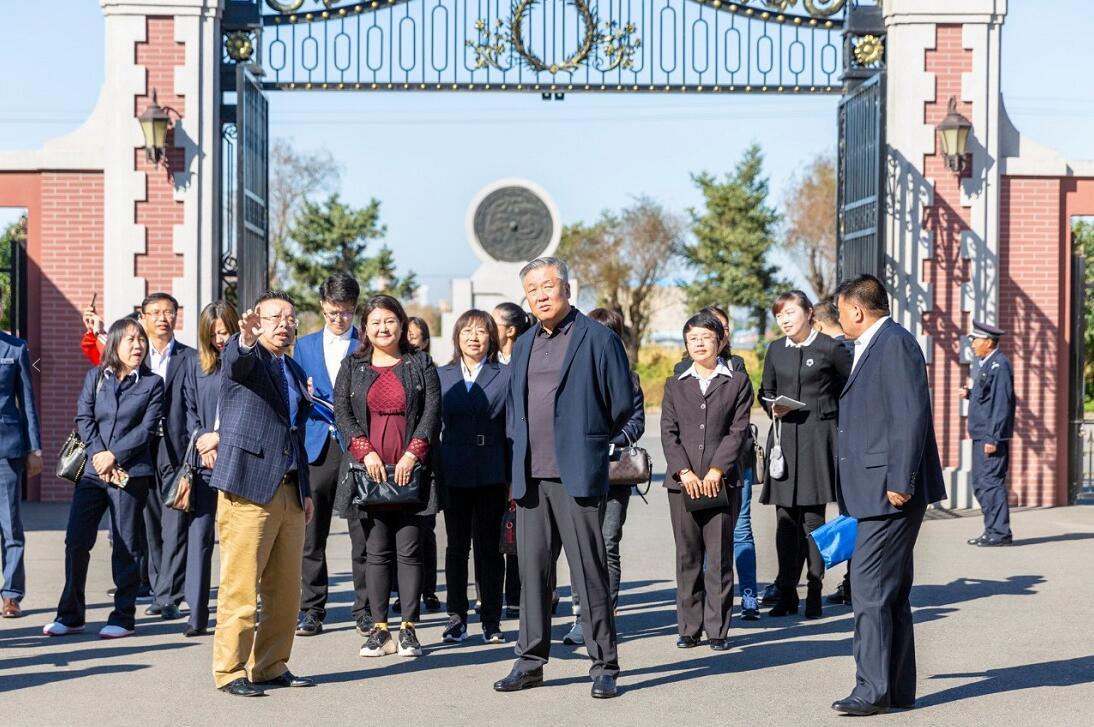 哈尔滨市第一职业高级中学领导老师莅临哈航...